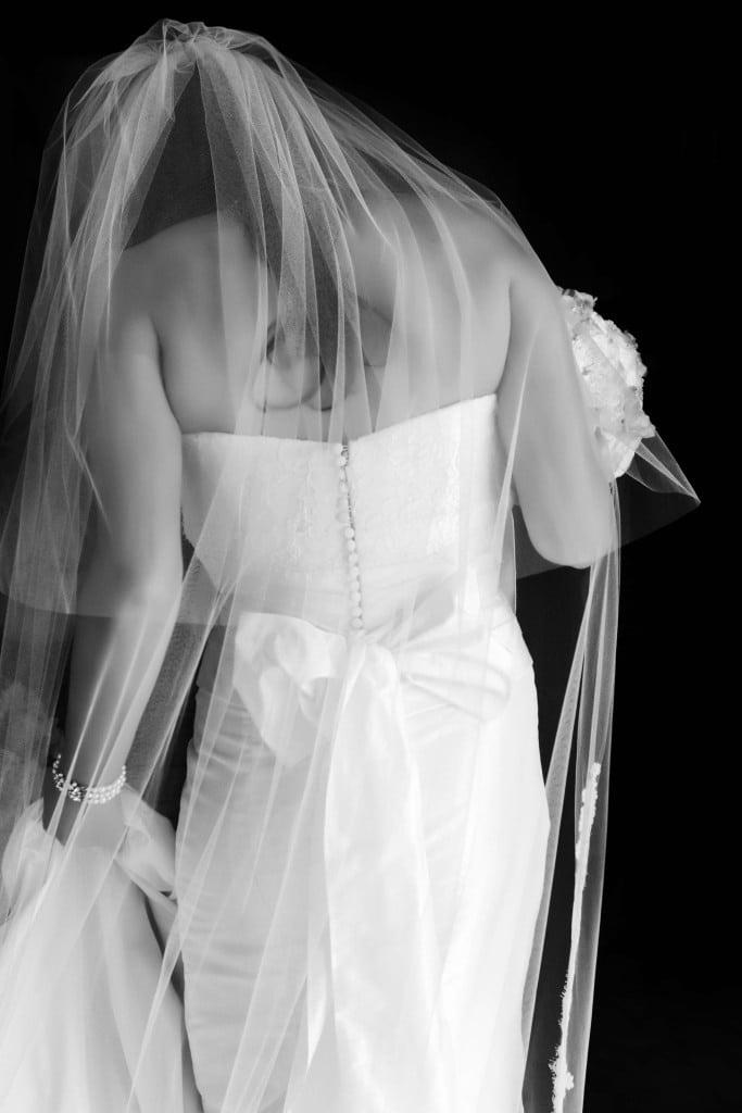 bw-bride-photo